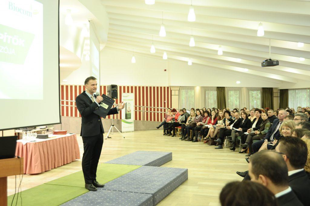 Tarczy Gyula, a Biocom kommunikációs igazgatója volt a nap műsorvezetője