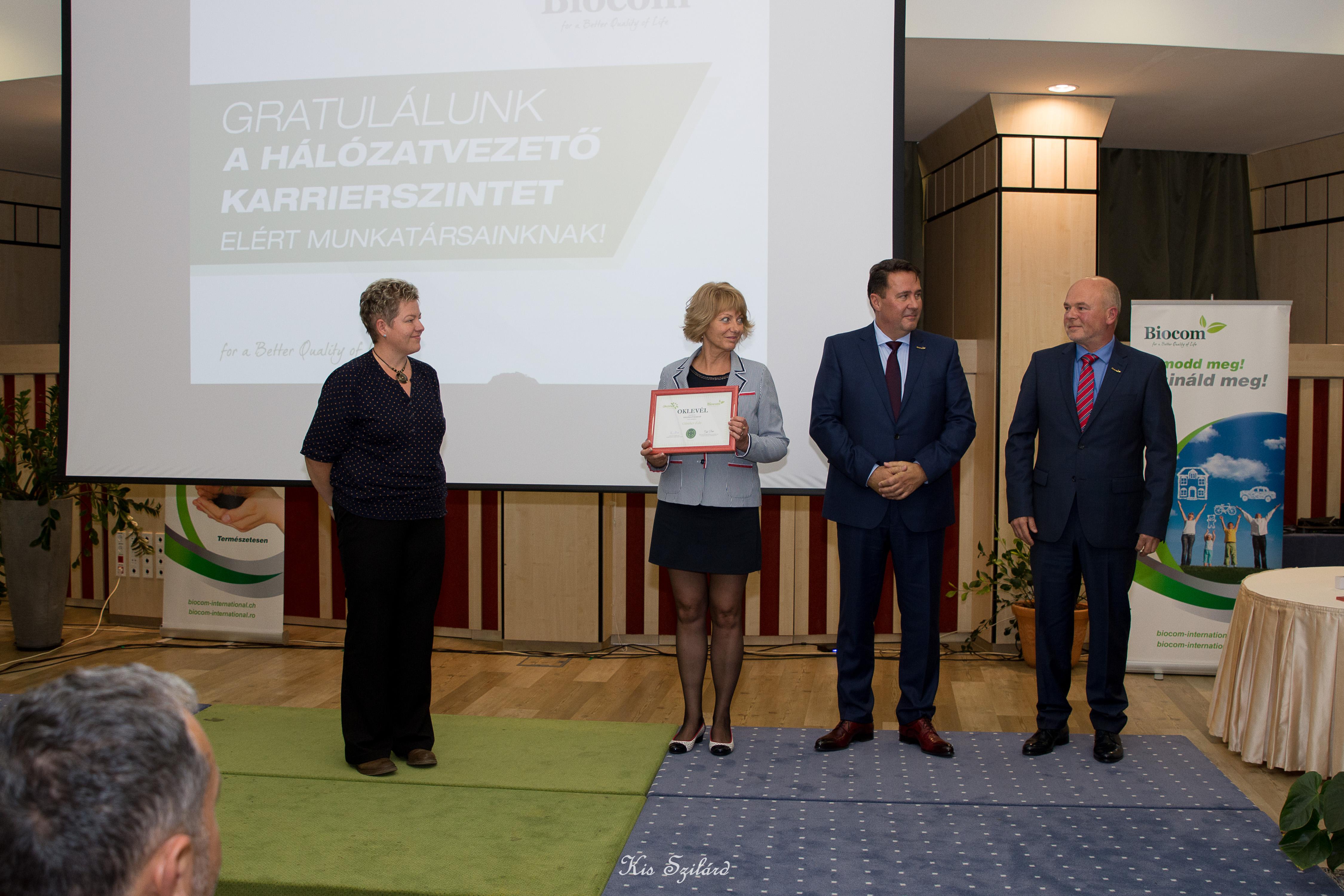 Günther Edit új hálózatvezető (balról, szponzora Szász Emese, Madaras Gyöngyike csapata, Csibi-ág)